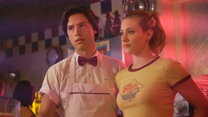 "Cole Sprouse und Lili Reinhart in ""Riverdale"""