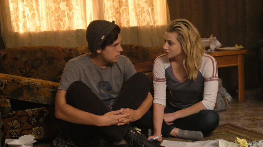 "Cole Sprouse und Lili Reinhart in ""Riverdale"""
