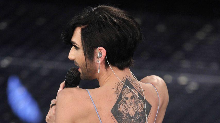 Mega-Tattoo: Conchita Wurst zeigt ihre Mamaliebe