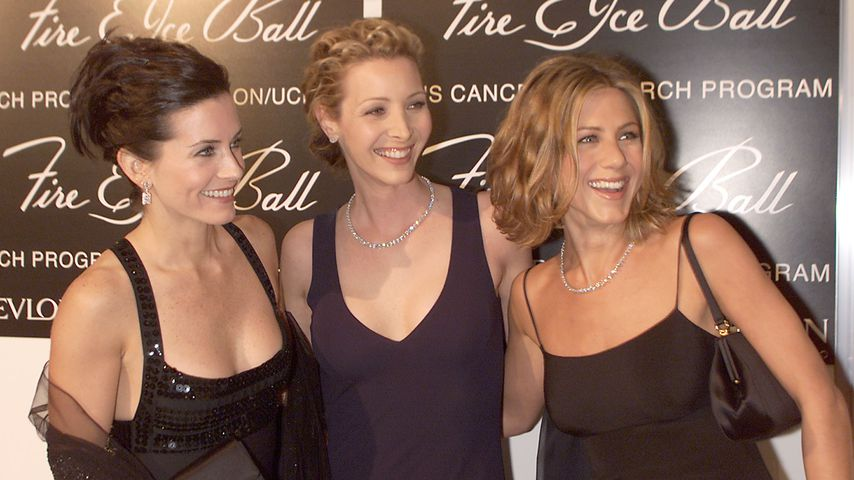 "Courteney Cox, Lisa Kudrow und Jennifer Aniston beim ""Fire and Ice""-Ball 2000"