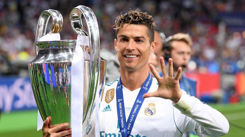 Cristiano Ronaldo und der Champions-League-Pokal
