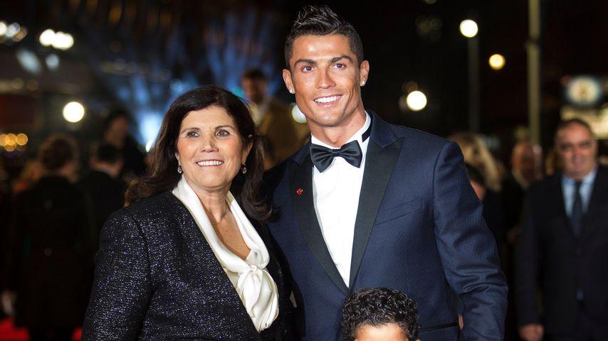 Cristiano Ronaldo (m.) mit seiner Mutter Dolores und seinem Sohn Cristiano Ronaldo Jr., 2015