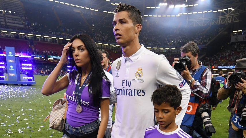 Cristiano Ronaldo mit Freundin Georgina und seinem Sohn