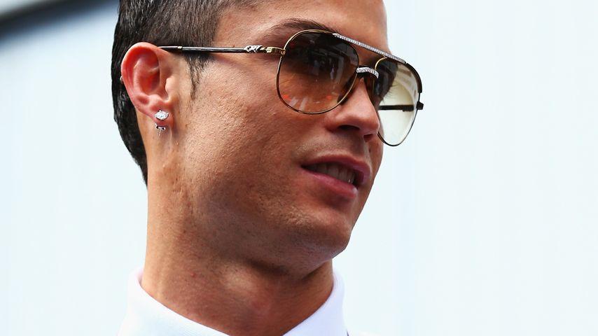Rüpel! Cristiano Ronaldo pinkelt parkendes Auto an