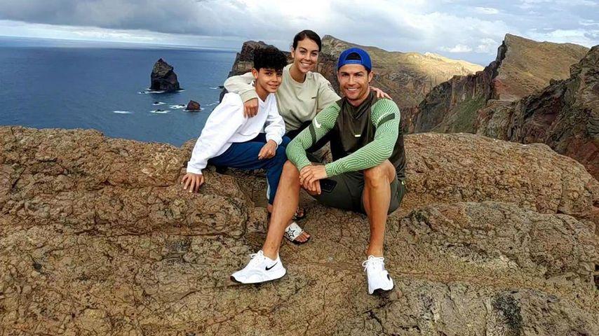Cristiano Ronaldo mit seiner Partnerin Georgina und seinem Sohn Cristiano Ronaldo Jr.