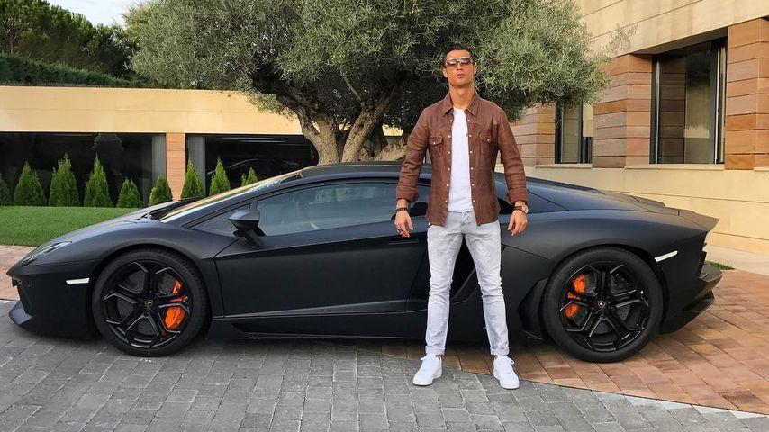 Cristiano Ronaldo vor seinem Lamborghini