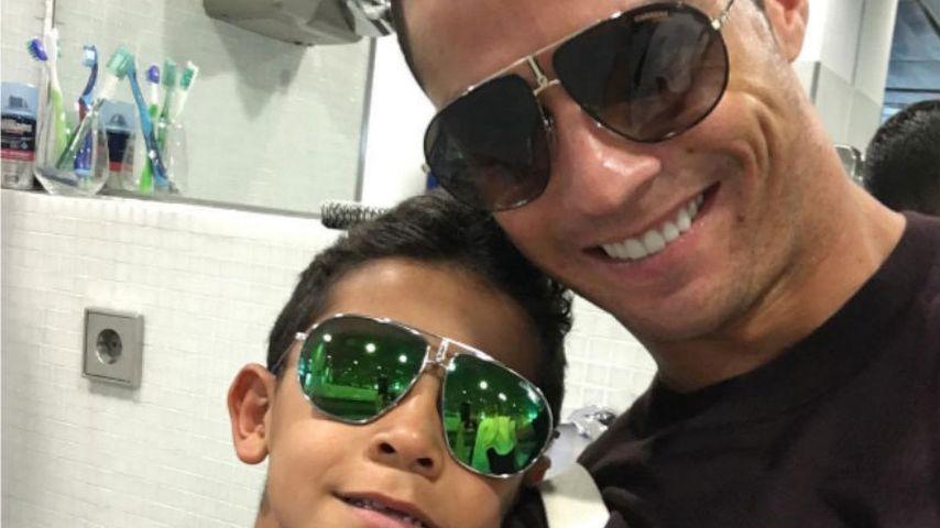 Fußball-Star Cristiano Ronaldo mit seinem Sohn