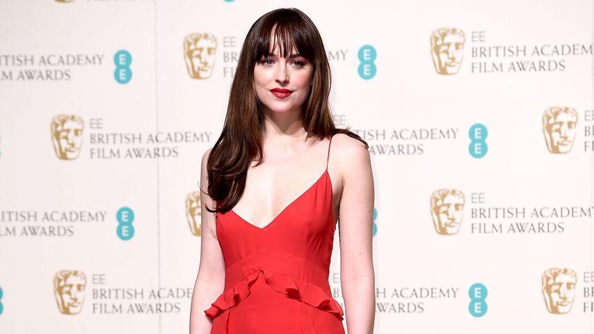 Ohne BH! Dakota Johnson verzaubert bei BAFTAs