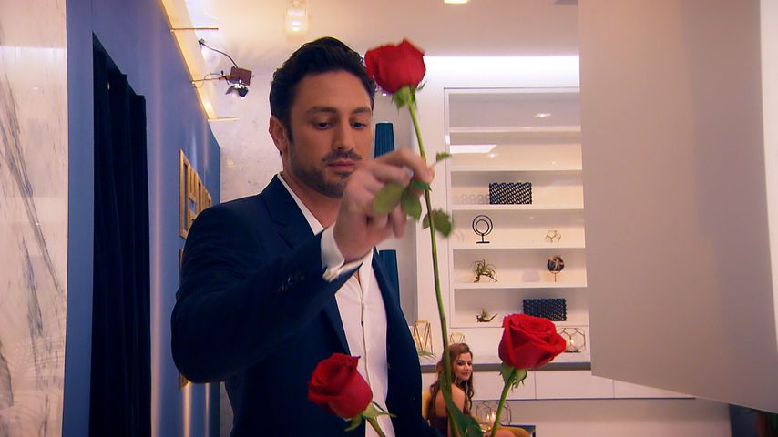 1. Fotos: Bachelor Daniel Völz vergibt vorzeitig Rose!