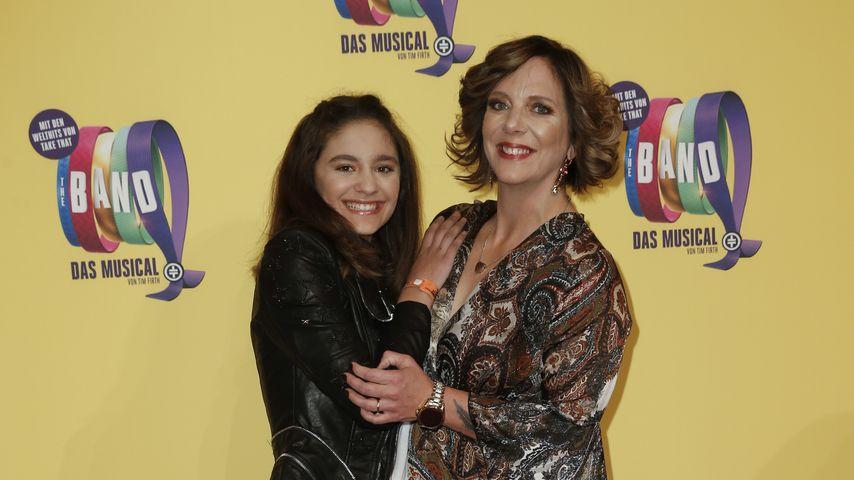 Daniela Büchner mit ihrer Tochter Jada bei einem Event, 2019
