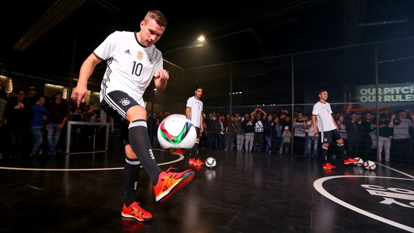 EM-Titeljagd: So stylisch kämpft Lukas Podolski um den Sieg