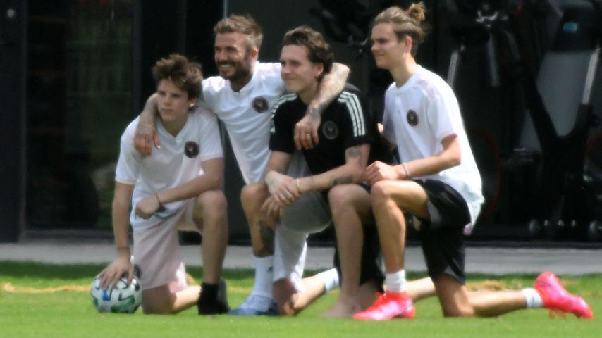 David Beckham mit seinen Söhnen Cruz, Brooklyn und Romeo im März 2020