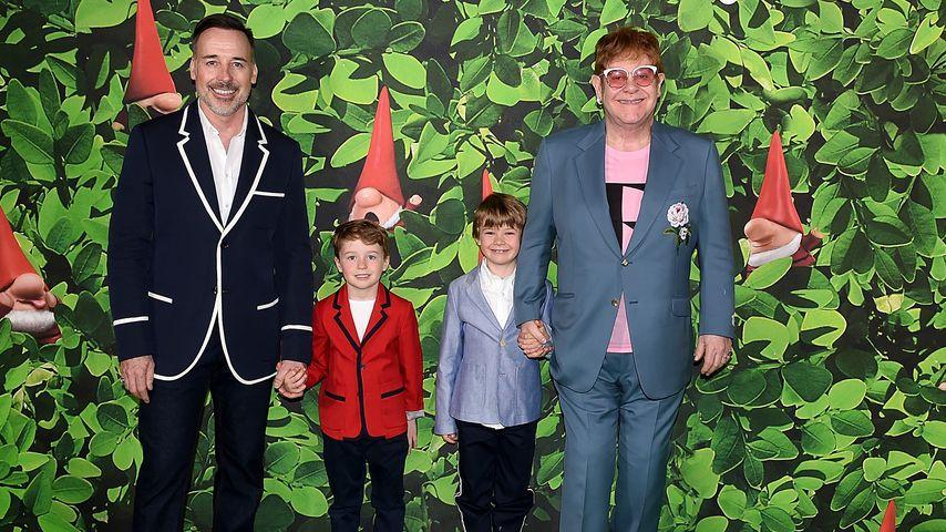 David Furnish und Elton John mit ihren Söhnen Elijah und Zachary