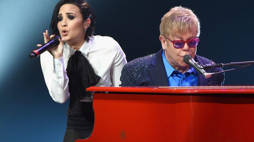 Demi Lovato und Elton John bei einem Konzert 2016