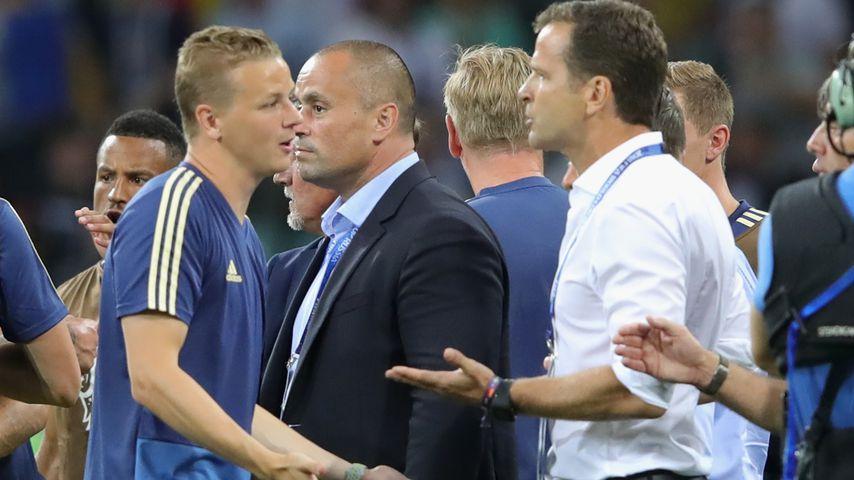 Der deutsche Team-Manager Oliver Bierhoff nach dem Match mit den schwedischen Spielern
