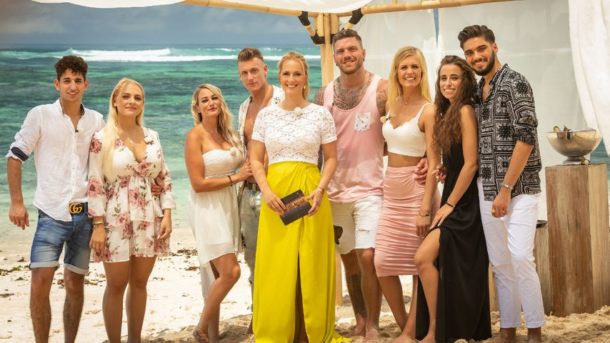 """Der """"Temptation Island""""-Cast 2020 mit Moderatorin Angela Finger-Erben"""