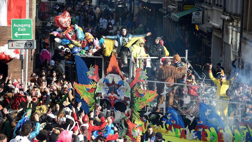 Karnevalswagen der Toten Hosen in Düsseldorf