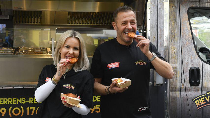 Desiree Hansen und Willi Herren vor ihrem Foodtruck im April 2021