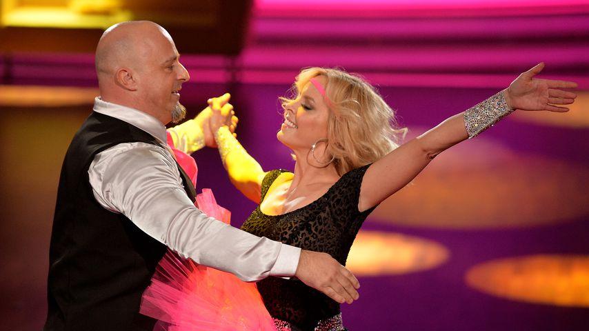 """Detlef Steves und Isabel Edvardsson bei """"Let's Dance"""" 2015"""