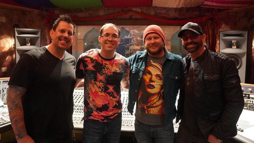 Die Band Grey Daze zusammen mit Jamie Bennington