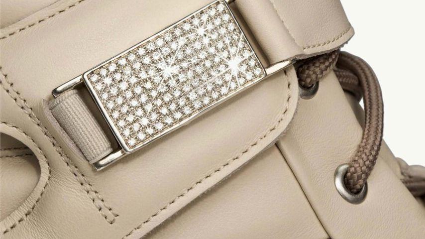 Die Goldschnalle mit 120 Diamenten an Kylie Jenners neuestem Leandro-Lopes-Sneaker