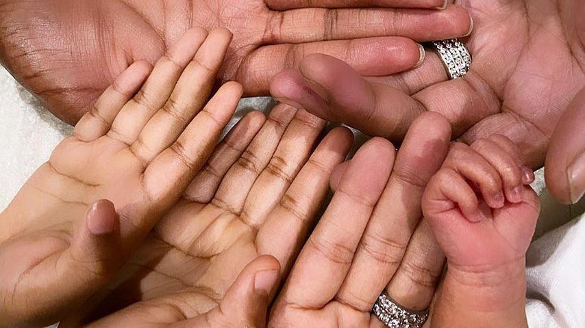 Die Hände von Khadijah Haqq McCray und ihrer Familie