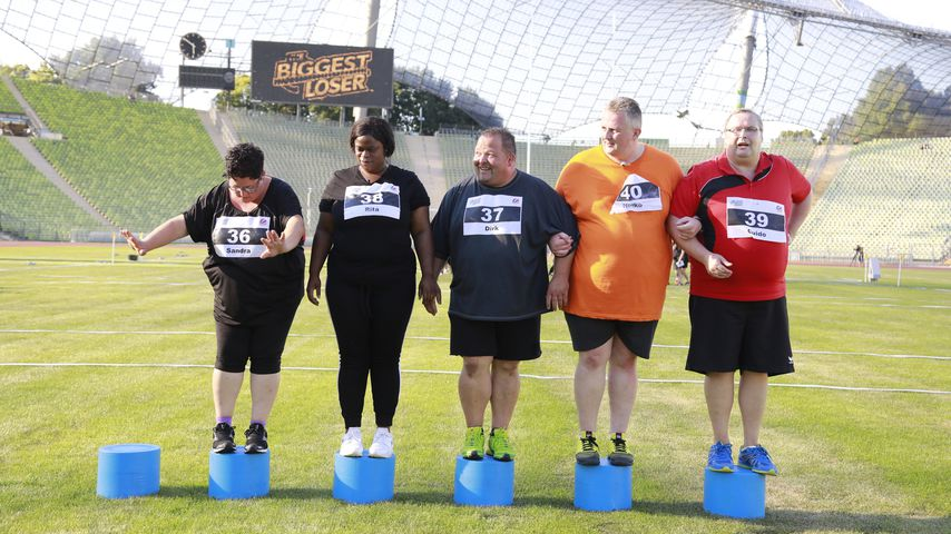 """""""The Biggest Loser""""-Kandidaten (v.l.) Sandra, Rita, Dirk, Heiko und Guido in der Auftaktshow"""