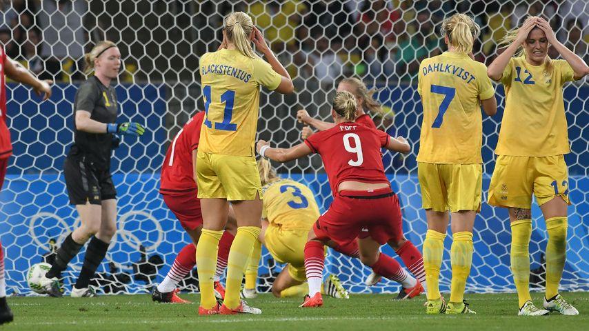 Die schwedischen Fußballerinnen nach dem Eigentor von Linda Sembrant im Olympia-Finale in Rio