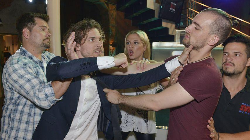 """Die """"TV-Brüder"""" Thaddäus Meilinger und Eric Stehfest in einer Szene von """"Gute Zeiten, schlechte Zeit"""
