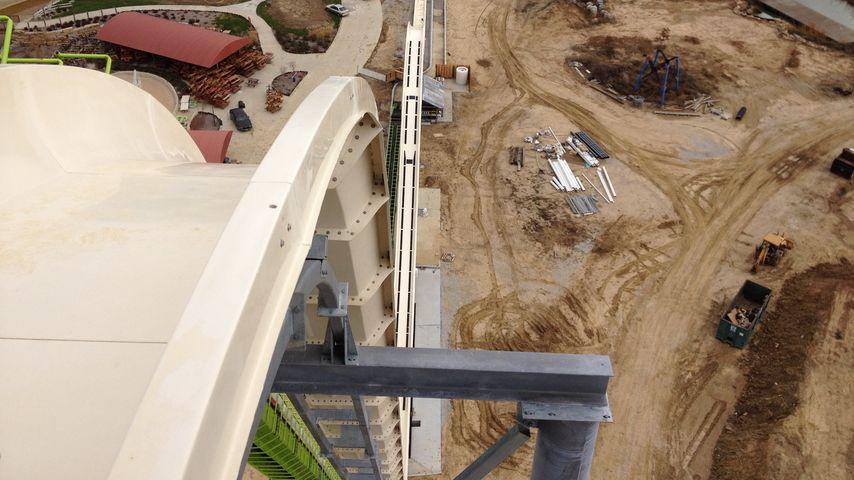 """Die """"Verrückt""""-Wasserrutsche in Kansas City, USA, während der Bauarbeiten"""