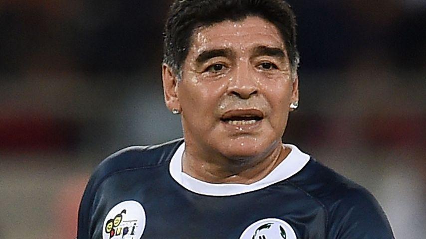 Attackiert Diego Maradona hier seine Ex-Freundin?