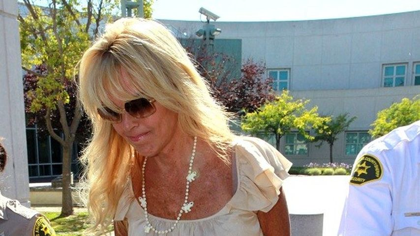 Nun droht Lindsay Lohans Mutter Dina mit Anwälten