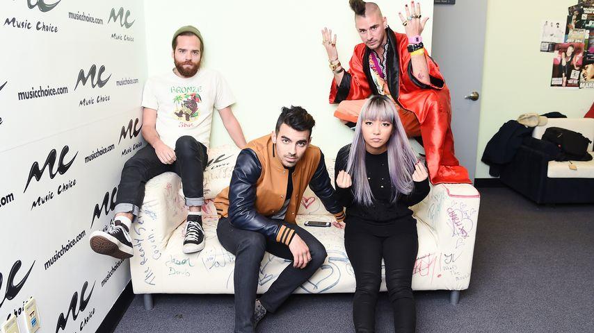 Hot! Joe Jonas macht's mit Burger-Model Charlotte McKinney