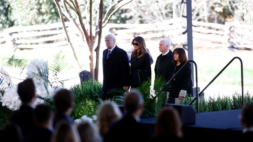 Donald und Melania Trump bei der Trauerfeier von Billy Graham
