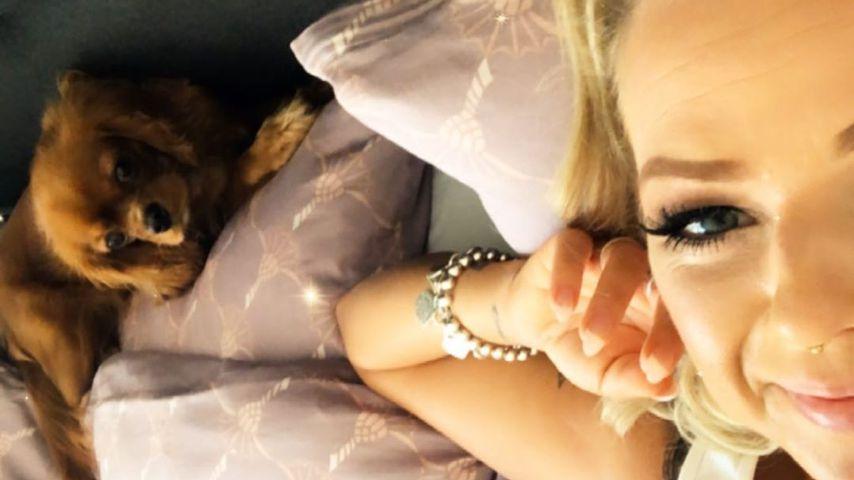Sängerin Reen mit ihrem Hund