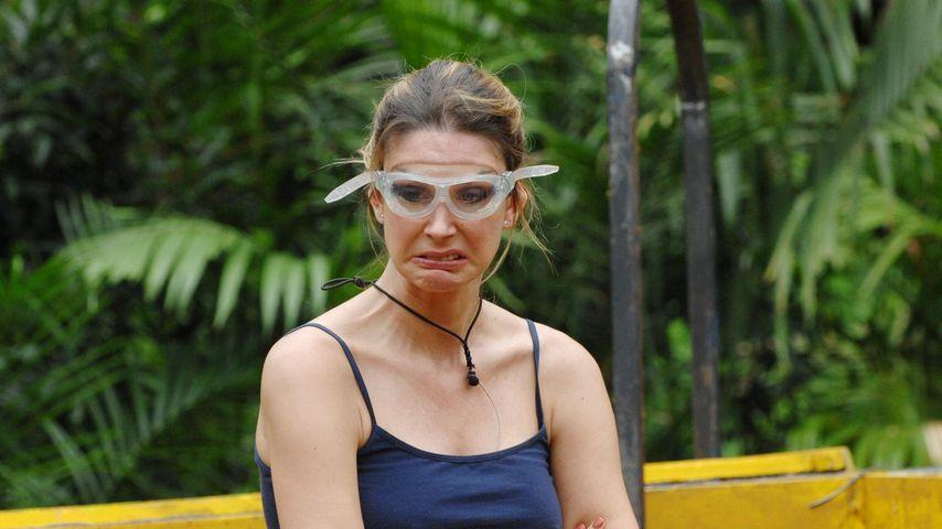 Claudelle Deckert verletzt sich am Fischabfall!