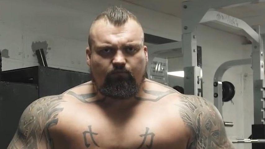 Gewicht fiel auf seinen Penis: Strongman verblutete beinahe