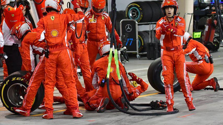 Unfall in der Boxengasse von Ferrari in Bahrain