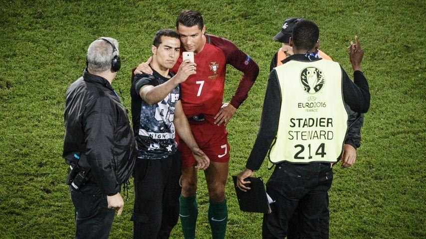Der Flitzer mit Cristiano Ronaldo nach dem EM-Spiel Portugal-Österreich