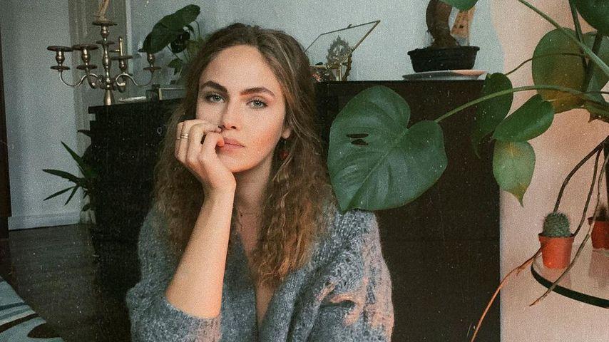 Für Tante: Darum zieht sich Ex-GNTM-Girl Elena im TV aus