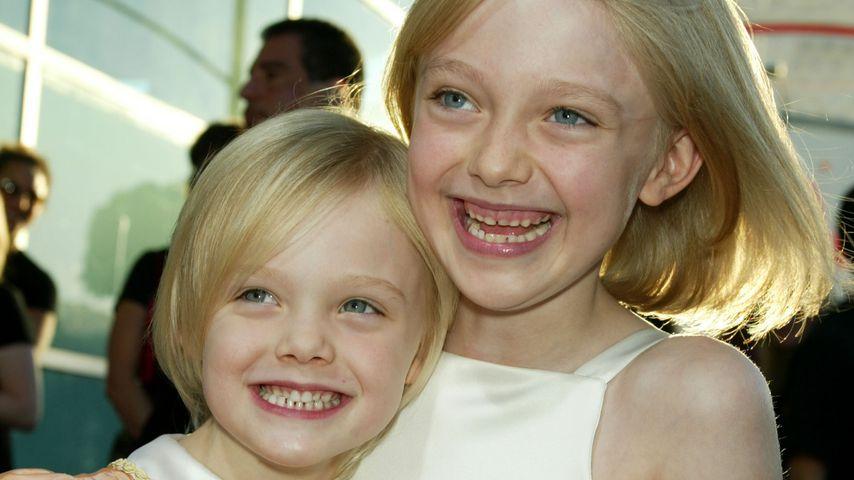 Elle und Dakota Fanning als Kinder auf einer Filmpremiere in Los Angeles