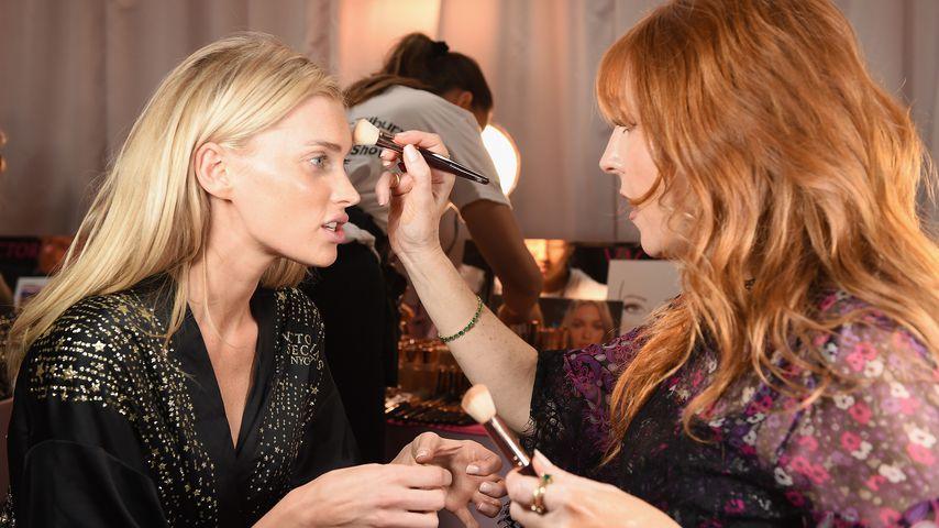 Elsa Hosk und Charlotte Tilbury bei der Victoria's Secret Fashion Show in New York im November 2018