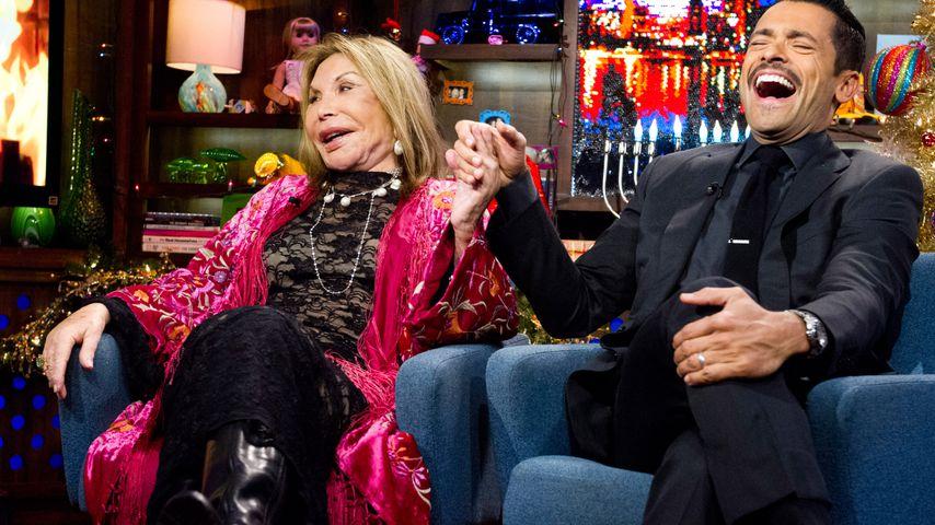 """Elsa Patton und Mark Consuelos im Dezember 2012 bei """"Watch What Happens: Live"""""""