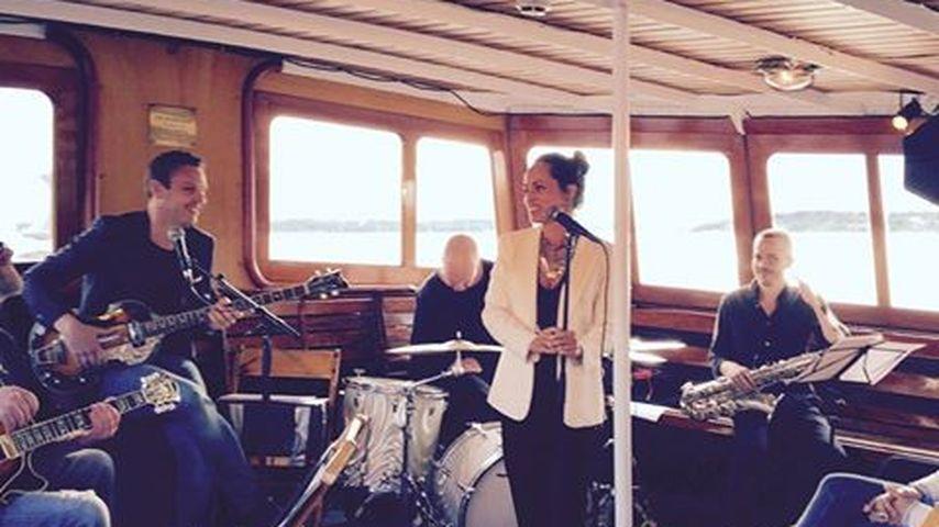 Emilia Mitiku mit ihrer Band