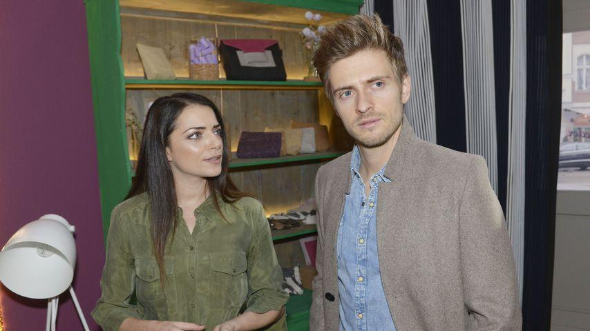 Emily (Anne Menden) und Philip (Jörn Schlönvoigt) am Set von GZSZ
