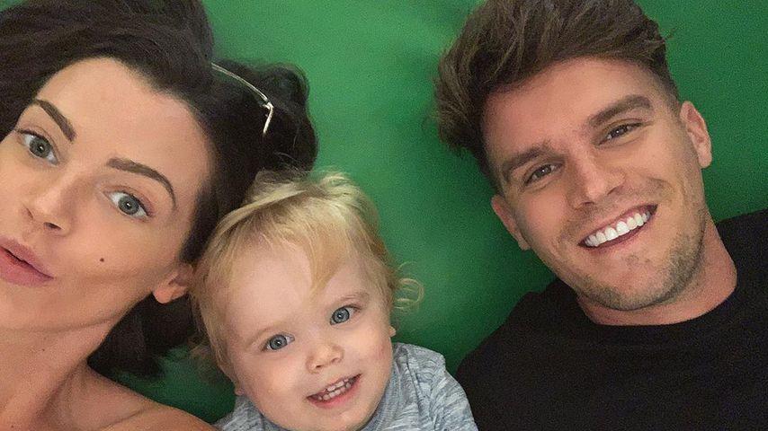 Emma McVey und Gaz Beadle mit ihrem Sohn Chester