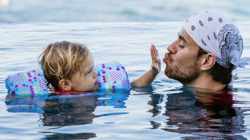 Enrique Iglesias mit einem seiner Kinder im Januar 2020