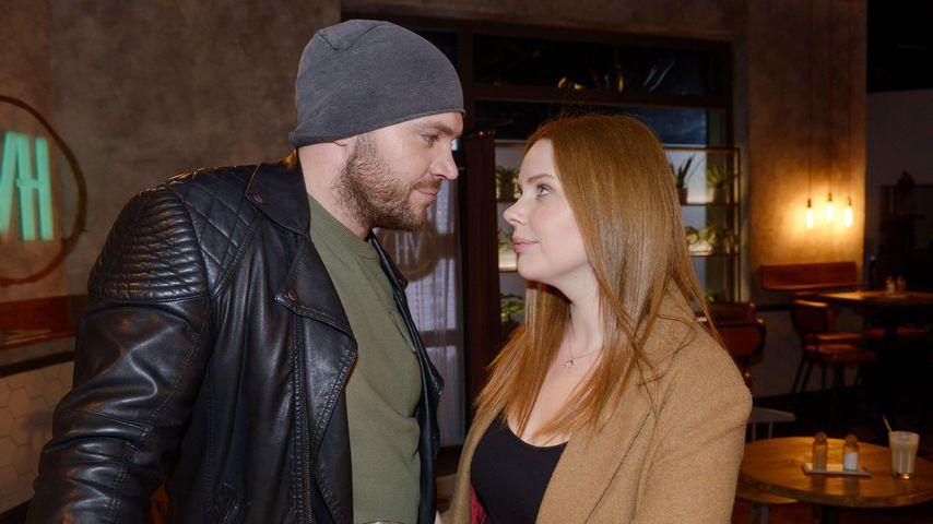 """Erik (Patrick Heinrich) und Toni (Olivia Marei) in einer Szene bei """"Gute Zeiten, schlechte Zeiten"""""""