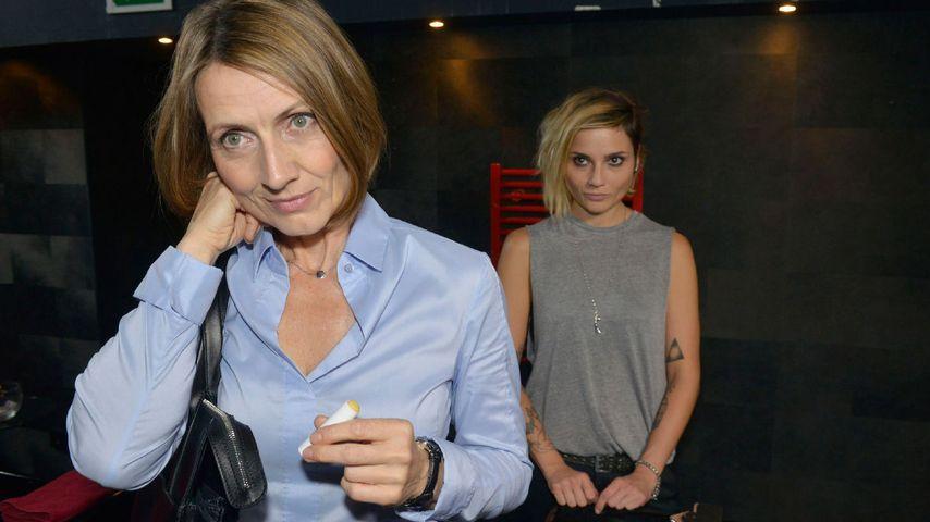 Es knistert zwischen Rosa (Joana Schümer) und Anni (Linda Marlen Runge)