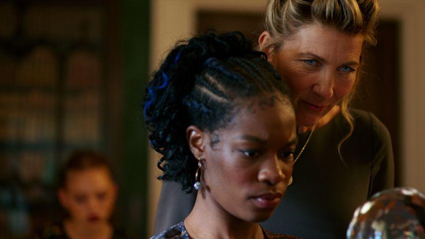 """Eve Best und Precious Mustapha in """"Fate: The Winx Saga"""""""
